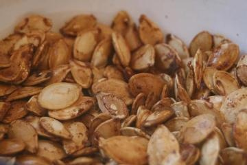 Sweet and Spicy Pumpkin Seeds | cooking mama | Pinterest | Spicy ...