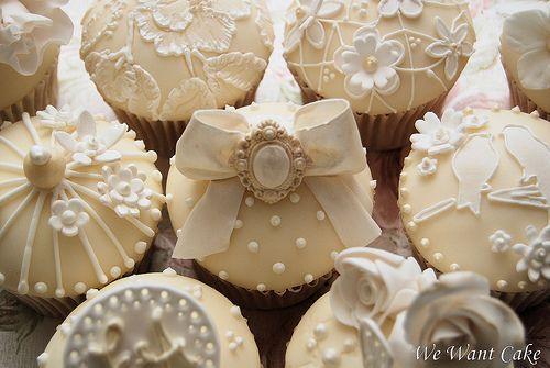 White & Ivory: Vintage Weddings, Weddings Cakes, Weddings Cupcake, Decoration Cupcake, Pearls Cupcake, Vintage Inspiration, Weddings Cups Cakes, Holidays Cupcake, Bridal Showers