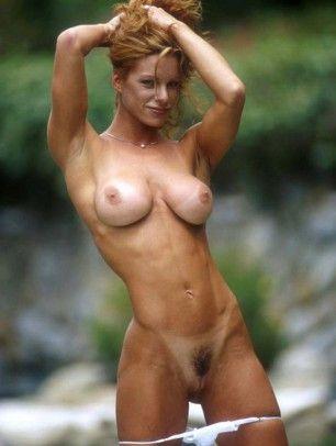 Naked girl doing anel