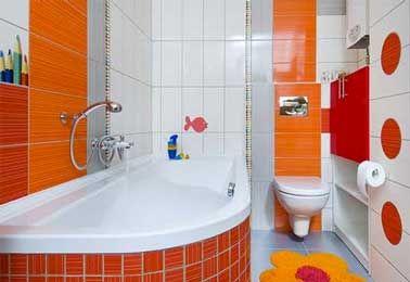 Tonique une salle de bain enfant déco orange et blanche