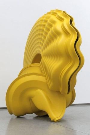 Abstracte dynamische vorm. Tony Cragg Instillation