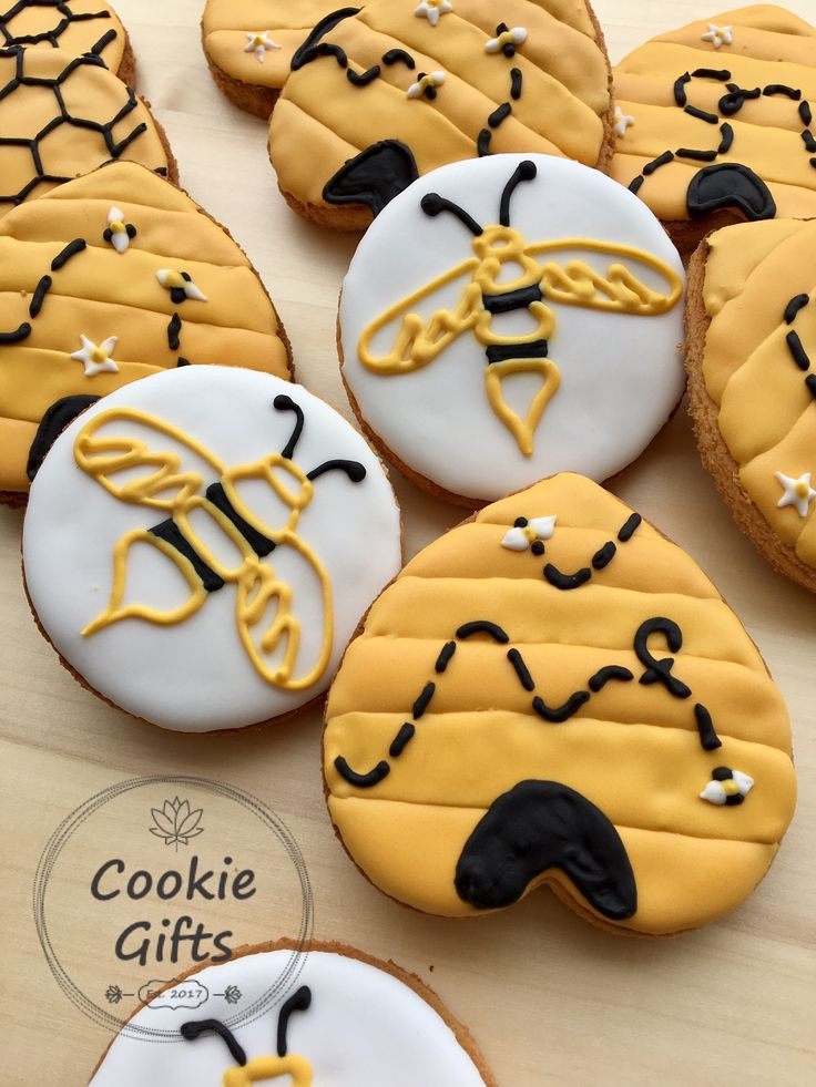 Happy National Honey Bee Day with these gluten free coconut and vanilla cookies with royal icing