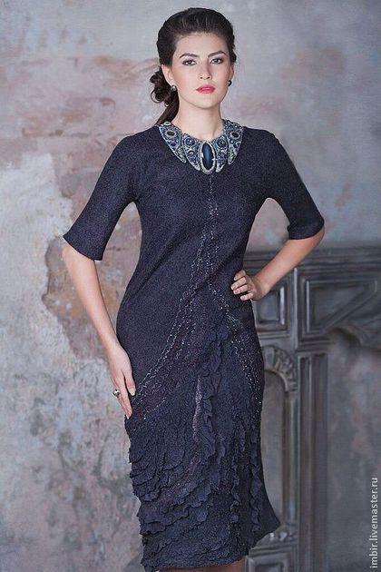 Купить или заказать Платье 'Серый кардинал' в интернет-магазине на Ярмарке Мастеров. Необыкновенно женственное и изящное платье. Глубокий серый цвет с потрясающим сине-фиолетовым отливом сделает обладательницу этого платья негласной королевой на любом торжестве. Изысканные драпировки шелка и мягкий блеск люрекса приведут в восторг самых искушенных модниц! Платье сваляно из 18 мкн мериносовой шерсти в технике нуновойлока, с ипользованим 3-х видов шелковой ткани. Повтор…