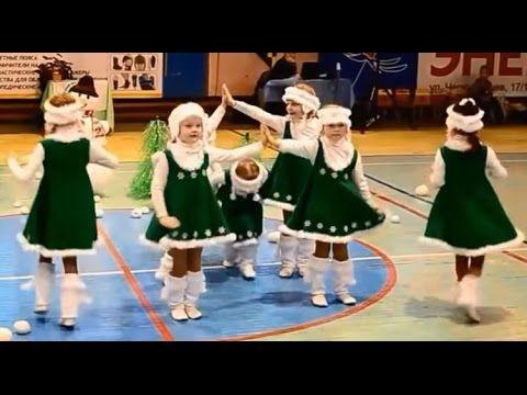 Даже ЕЛКИ танцуют! Новогодний танец девочек елочек.