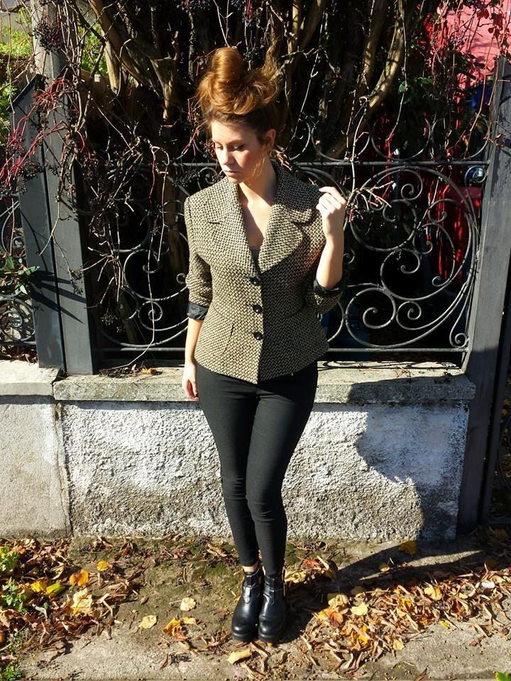 #Giacca #paris #vintage foderata 38 euro, #pantaloni a vita alta elasticizzati con #zip 35 euro! Vi aspettiamo nel nostro negozio a Sarcedo (VI) in via due giugno n 36 oppure sempre disponibile per i vostri acquisti online!!! ;-)