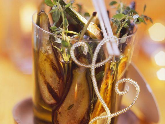 Gegrille, eingelegte Auberginen ist ein Rezept mit frischen Zutaten aus der Kategorie Einkochen. Probieren Sie dieses und weitere Rezepte von EAT SMARTER!