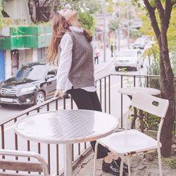 これからのシーズンにぴったりな上品で高級感あるスラックスの登場です♡ 秋冬に使える程よい厚みのあるデザインで、 程よくフィットし、きれいなラインを演出☆ 絶妙な光沢感があり、なめらかな肌触りで着心地◎ カジュアルからオフィスシーンにぴったりな一着です♪ ◆2色: グレー/ブラック