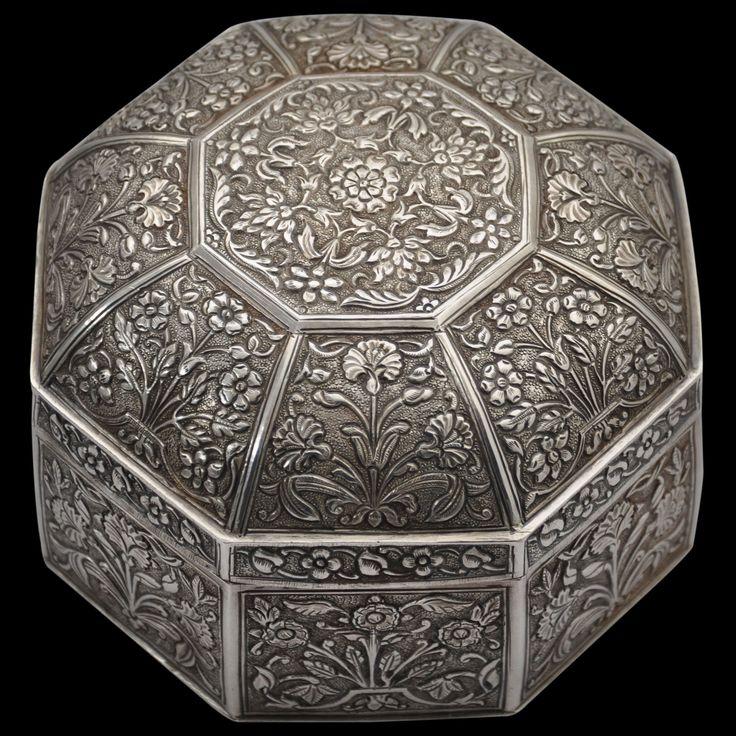 Asian Art | Octagonal Silver Box & Cover (Pandan) - The Curator's Eye