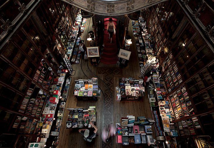 casa dos livros... | Fotografia de Francisco Mendes | inserida em Porto | Olhares.com