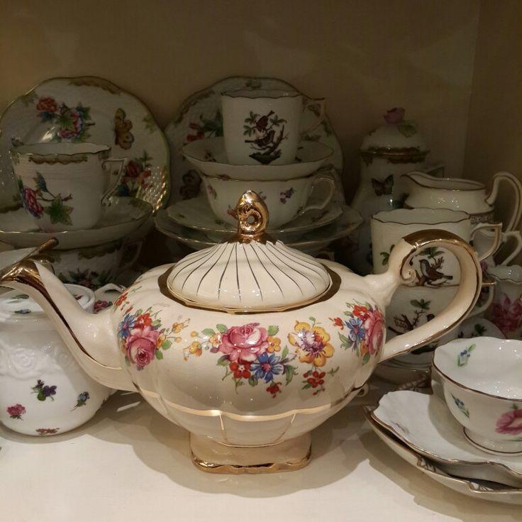 Like aladin teapot,  so pretty much