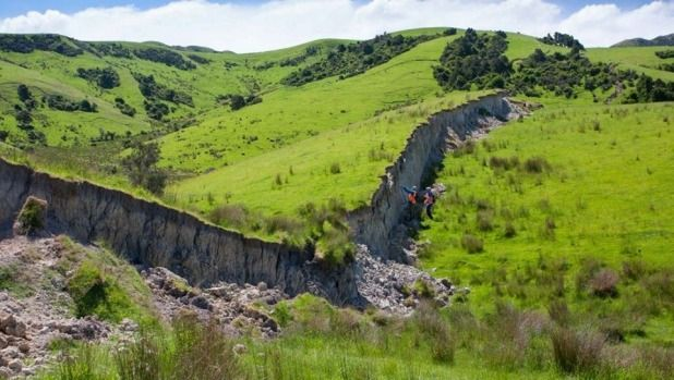 Bill ✔️ Another scarp on a Waiau farm, stretching up a hill. A massive M7.8 earthquake hit Kaikoura, New Zealand on 14 November 2016.    Bill Gibson-Patmore.  (curation & caption: @BillGP). Bill😄✔️