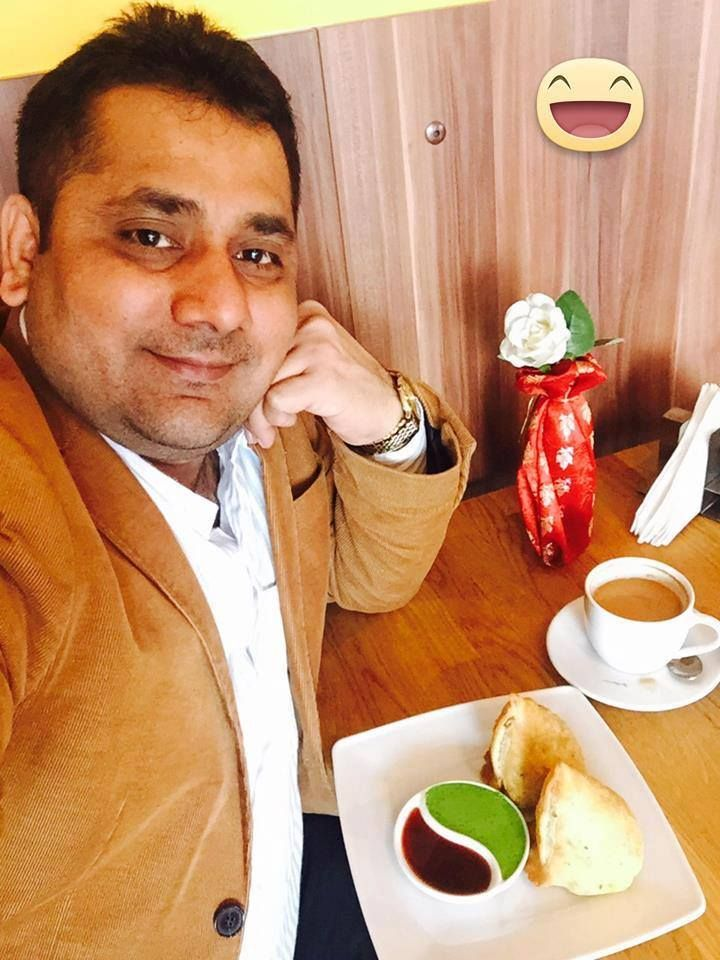 Indian cuisine makes us always a good mood. ;) http://www.mrindia.pl/ The owner of the #restaurant, Arun Barot.
