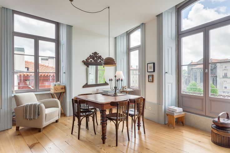 HomeLovers: dining room with a view