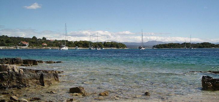 #Vacanze in barca a vela Sun Odyssey 49 a #Spalato, #Croazia. Itinerario: #Hvar, #Vis, #Drvenik. 4 Cabine, 4 Bagni, 8 Posti letto, Portata massima 10 persone. Prezzo: da 400.00 € a 590.00 € a persona (7 giorni)!