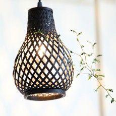 Scandinavian ripped bamboo hanging lamp in black // Reno - Sessak