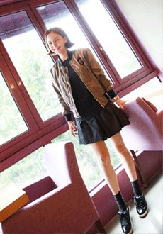 Today's Hot Pick :Aラインフレアシャカシャカミニスカート【Lemite】 http://fashionstylep.com/SFSELFAA0016229/min3111jpp/out 伸縮性のないポリエステル素材を使ったAラインミニスカートです。 光沢感のあるシャカシャカ生地がユニークなアイテム☆ ボリューム感のあるフレアシルエットで体型カバー力あり◎!! フェミニンなTシャツやニットトップスとのコーデがオススメです♪ ◆4色: ブラック/パープル/グレー/ネイビー ※交換、返品が難しい商品ですので慎重にご検討下さい。