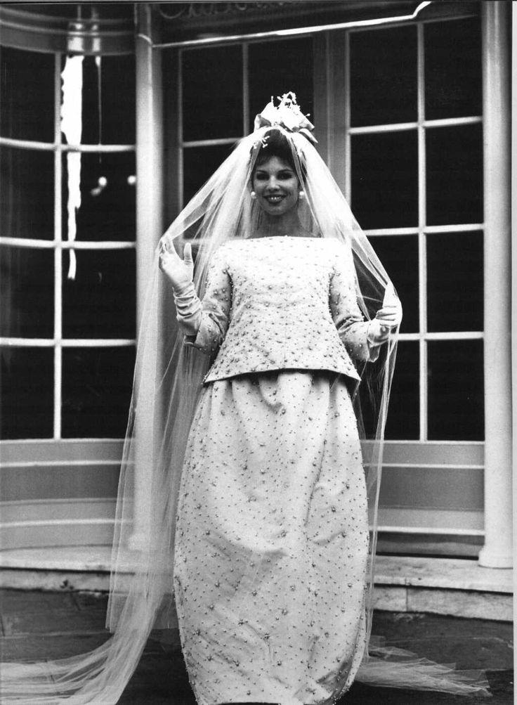 Victoire doutreleau in 1960 yves saint laurent for dior for Yves saint laurent wedding dress
