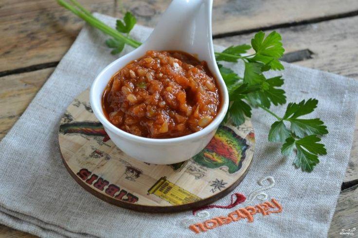 Аджика из кабачков с томатной пастой готова! Дайте остыть и приправляйте ваши любимые блюда. Приятного аппетита!