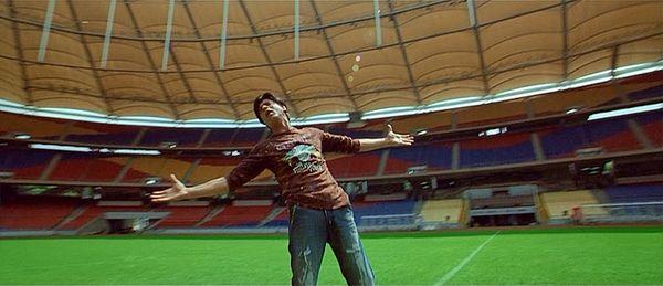 "Shah Rukh Khan at Bukit Jalil National Stadium (Kuala Lumpur, Malaysia) | My Beloved (""Mitwa"", Kabhi Alvida Naa Kehna) #musicmonday"