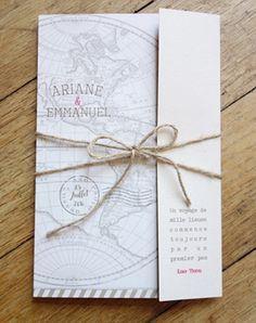 Faire part de mariage thème voyage rétro, mappemonde anciennes, couleurs douces, visas et tampons de voyage pour un joli faire part vintage original.