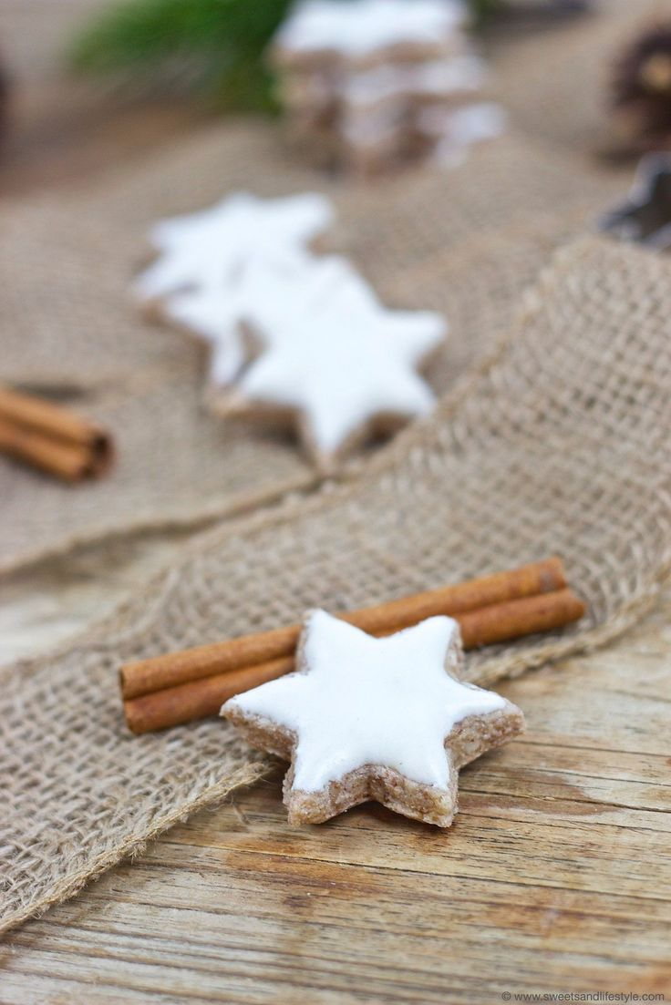 Leckere Zimtsterne (Kekse) für Weihnachten // cinnamon stars for Christmas //  Sweets and Lifestyle