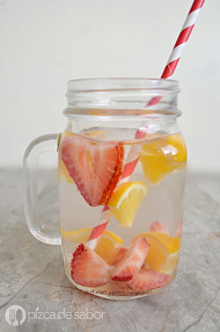 Agua con fresa y naranja www.pizcadesabor.com