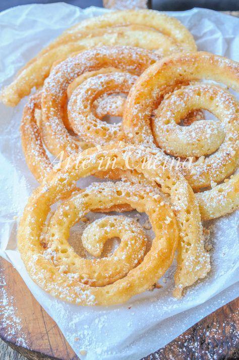 Frittelle a spirale velocissime, dolci di Carnevale, ricetta facile, senza burro, senza olio, impasto soffice e bolloso senza lievitazione, dolci fritti di Carnevale