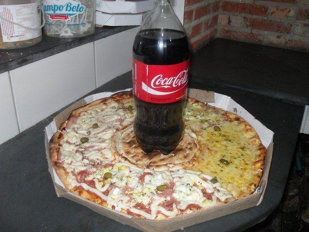 Uma Coca-Cola pra acompanhar? | As 24 pizzas mais loucas da face da Terra