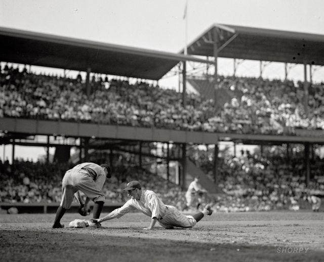 Бейсбольный матч на «Griffith Stadium», Вашингтон, 1925 год.
