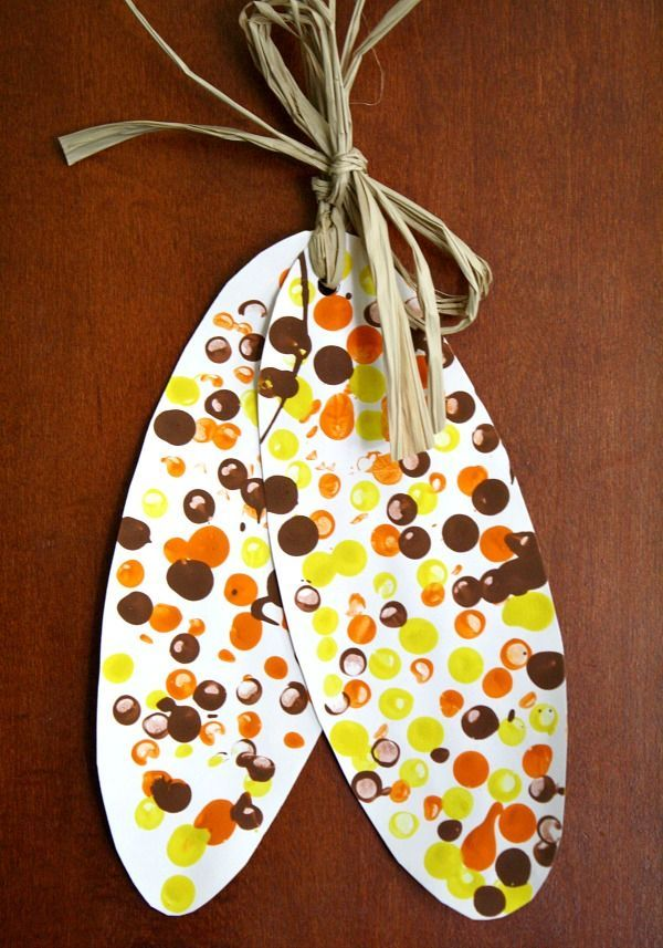 Indian Corn Craft! Get crafty with the family with these 15 Thanksgiving kids craft ideas on www.prettymyparty.com.