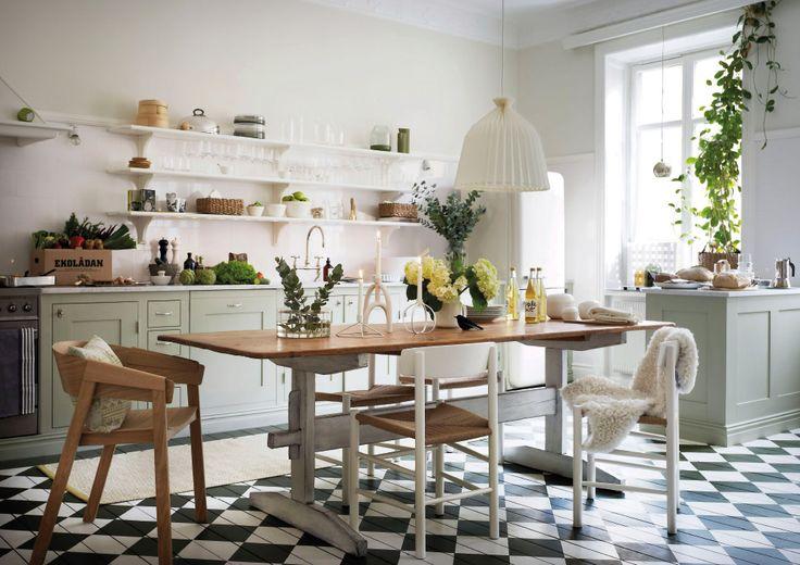 Titta in i vårt höstvackra kök och läs om byggnadsvårdarens bästa tips för att platsbygga kök