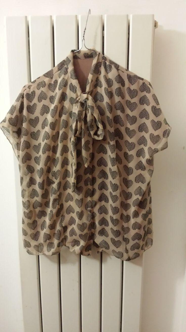 Camicia vintage anni '40 in chiffon totalmente foderata in chiffon tinta unita e bottoni rivestiti con la stessa stoffa, cartamodello http://veravenus.com/diy-things-to-make-tutorials-patterns/