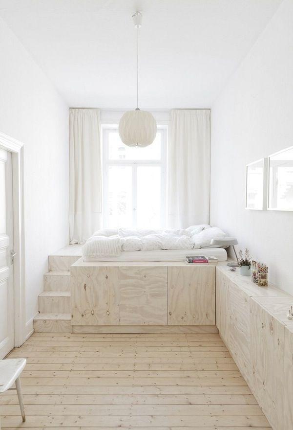 White bedroom  intérieur blanc chambre blanche deco Bois très clair et chambre blanche pour une déco apaissante