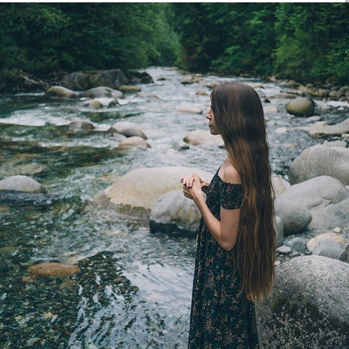 Beautiful hair and scenery. @holistichabits . . . . . . #longhair #verylonghair #waves #sexyhair #hair #hairinspo #hairstyles #haircut #healthyhair #hairideas #repunzel #repunzelhair #thickhair #brown #brownhair  #holistic