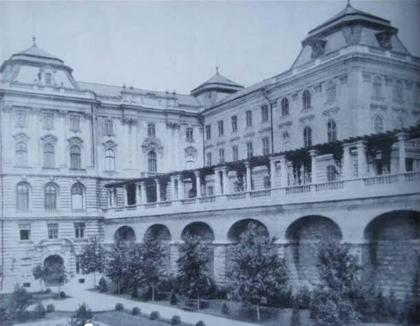 Budavári Palota - Az Újvilág-kert keleti támfala