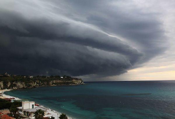 +++ Allerta Meteo, forti temporali e bombe d'acqua, attenzione a queste date - http://www.sostenitori.info/allerta-meteo-forti-temporali-bombe-dacqua-attenzione-queste-date/230947