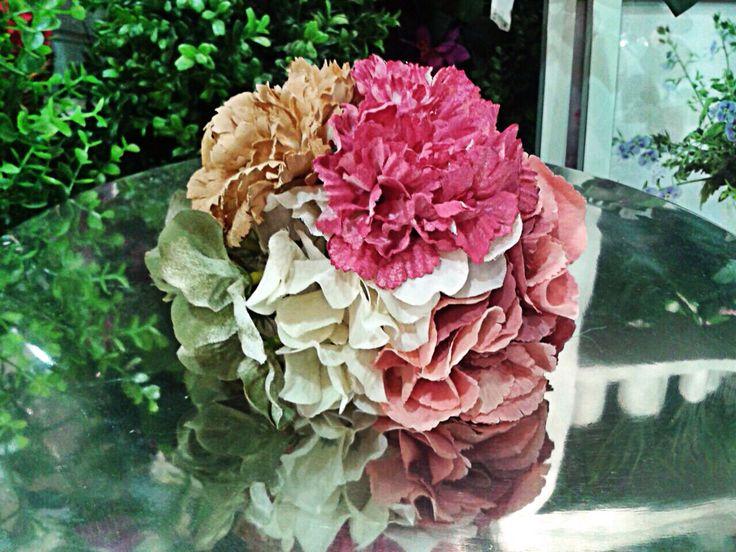 Ramillete para #flamenca con hortensias y claveles.
