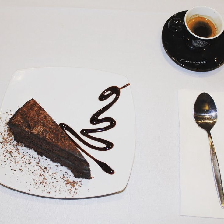 Afternoon delight // Chocolate mud cake and Espresso ☕️ #nocirestaurant #italiancafe #giancarlocoffee #sweettreat #rabybay #brisbaneeats