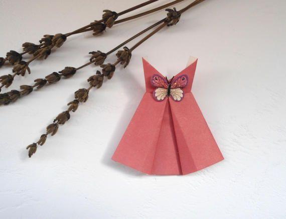 Origami, Abito rosa, materiale per creazione, abito in carta, vestito di carta, abiti in miniatura, abito con la farfalla.