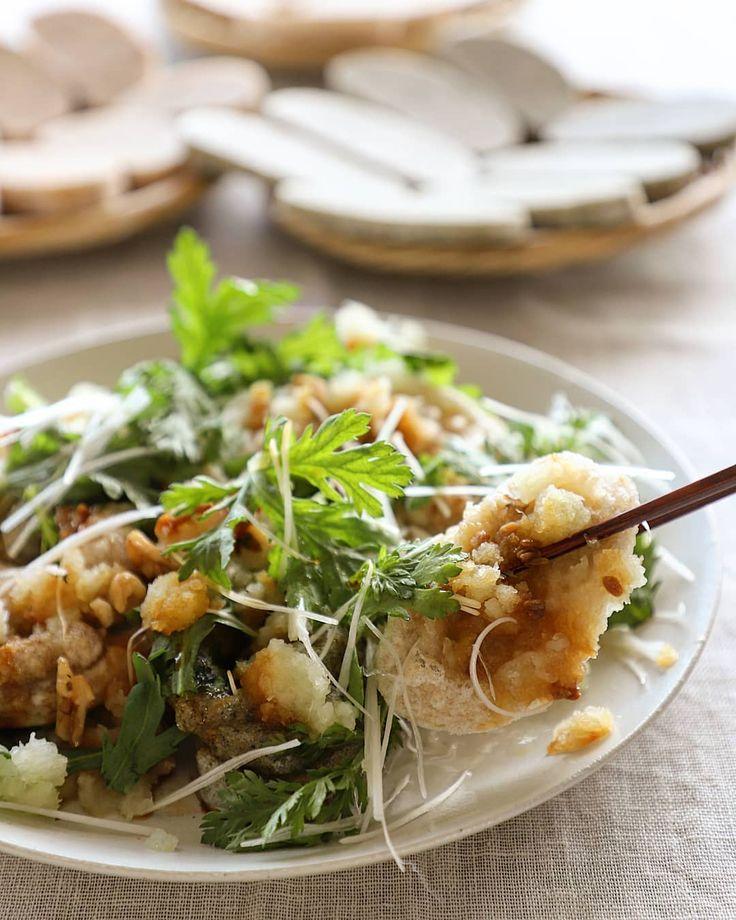 Deep-fried Mochi  揚げ餅  *揚げ餅にしょう油糀のコンビは、最高です。*揚げたての3種類のお餅(青のり・アーモンド・玄米)に大根おろし、春菊、白髪ねぎ、くるみ、青のりを散らして出来上がりです。*お餅よし!大根おろしよし!しょう油糀よし!三方よし!この関係が大切😋  #mochi #deepfried #gratedjapaneseradish #shungiku #shiraganegi #brownriceoil #walnuts #soysaucekoji #fermentation #almondmochi #brownricemochi #aonorimochi  #揚げ餅 #しょう油糀 #青のり餅 #玄米餅 #アーモンド餅 #玄米油 #くるみ #青のり #糀のある豊かな食卓 #幸腹レシピ #加藤農園 #発芽玄米餅