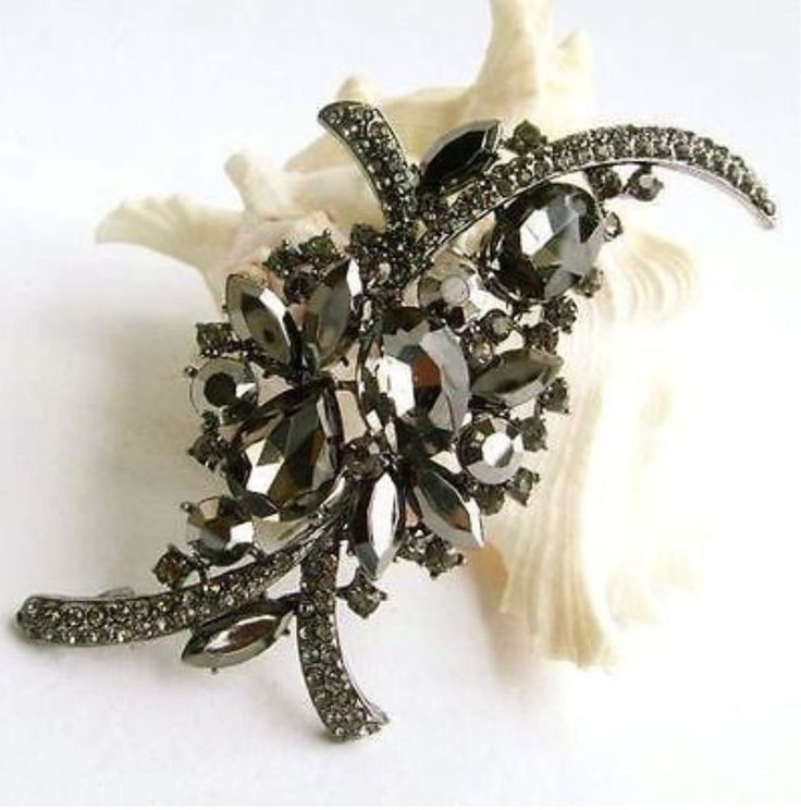 Vintage Inspired Fancy Cuts Grey & Jet Crystal Brooch (Sparkle-1704A-U)