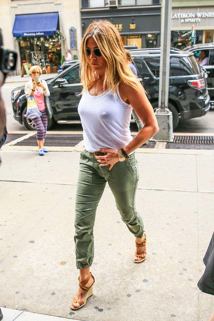 http://pics.wikifeet.com/Jennifer-Aniston-Feet-2297056.jpg