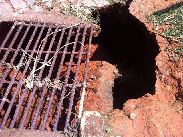 Cratera aparece na subida do Cruzeiro em Miradouro, MG