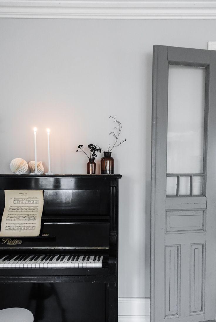 decorate the piano...
