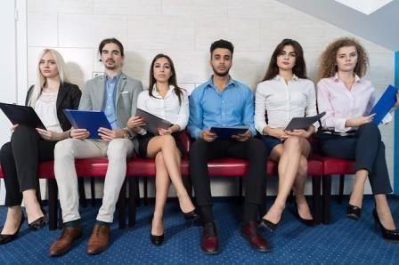 Экономисты из Бостонского университета и Лондонской школы экономики и политических наук проанализировали зависимость заработной платы от внешней привлекательности у 20,745 молодых американцев. Для этого они выдвинули три гипотезы: дискриминация (красивые люди просто нравятся работодателям), самоотбор (люди сами выбирают для себя определенные виды занятости с различными уровнями доходов) и индивидуальные различия (красивые люди на самом деле просто лучше работают).  Для исследования была…