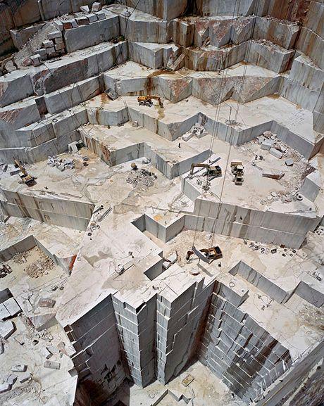 Extração de mármore de carrara by Edward Burtynsky