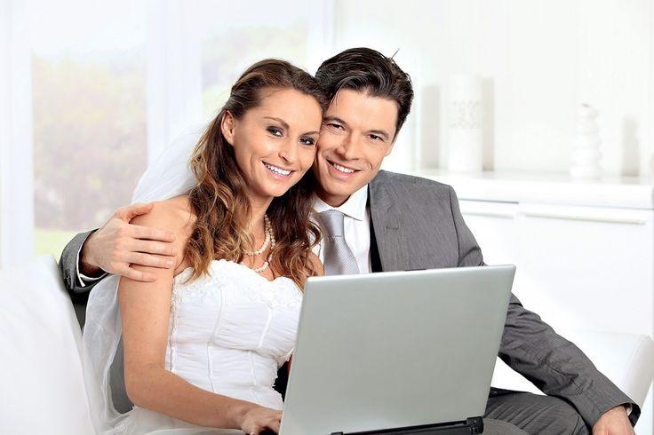 Invitatii virtuale la nunta? Afla cand este bine sa oferim invitatii virtuale la nunta si cand nu e tocmai indicat sa apelam la acestea.