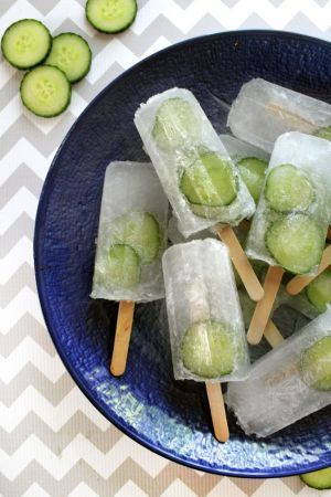 GIN AND TONIC These classic 'n fresh lollies will quench your thirst and cool you down… Serves 10 700ml tonic 45ml gin ¼ lime, juiced A few slices of cucumber Mix together the tonic, gin and lime juice then pour into your moulds over the cucumber slices. Easy!