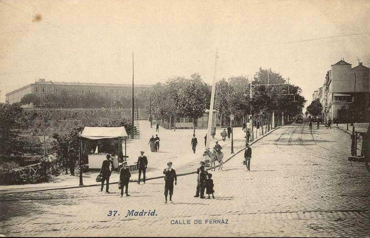 Calle Ferraz antes de 1910.Al fondo el cuartel de San Gil después de la Montaña.