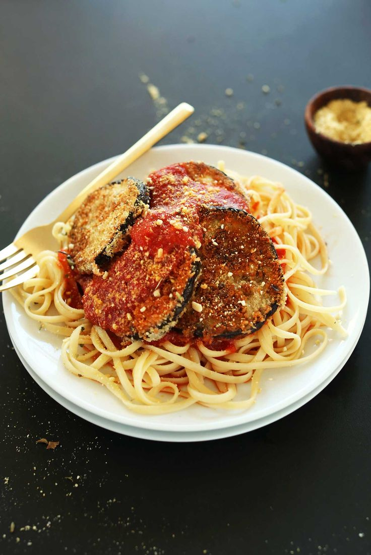 THE BEST Vegan Eggplant Parmesan! Crispy, flavorful, cheesy, DELICIOUS! #vegan #pasta